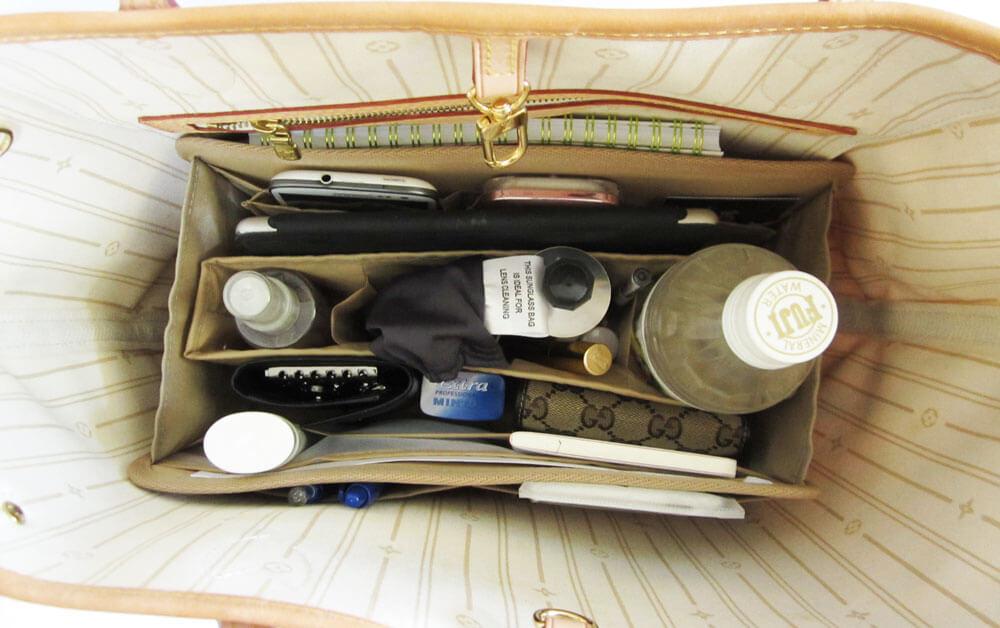 CloverSac-Emma-28-beige-with-stuff-inside